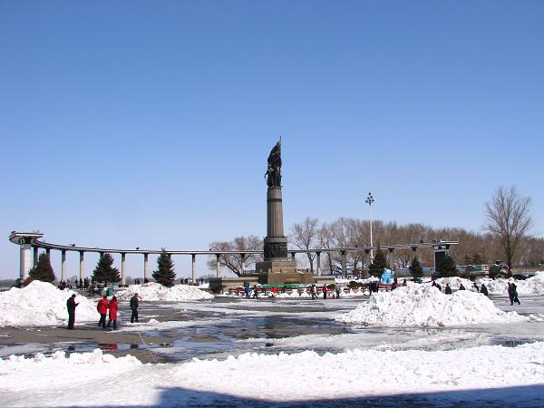 哈尔滨城市雪景; 防洪纪念塔冰滑梯图片大全下载;